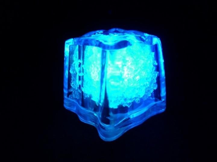 Leuchtende LED Eiswürfel