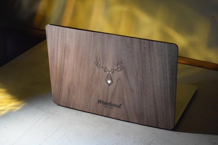 Macbook Schutzhülle aus echtem Holz
