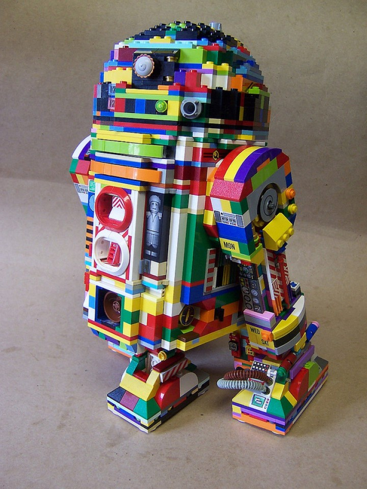 R2-D2 in Regenbogenfarben