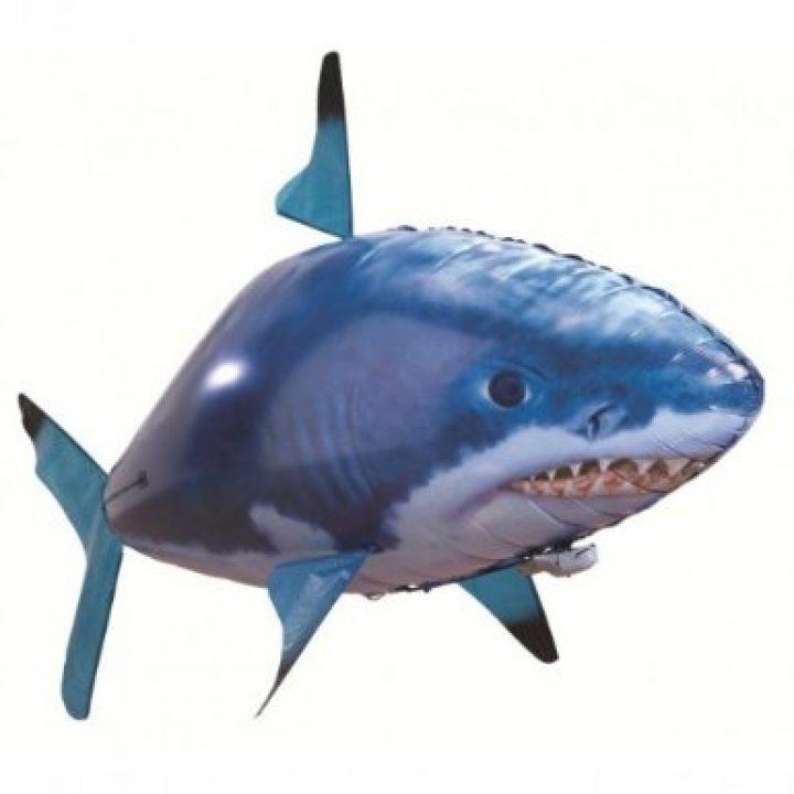 Fliegender ferngesteuerter Hai