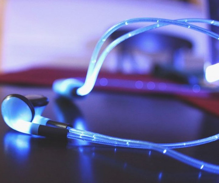 Leuchtende Kopfhörer