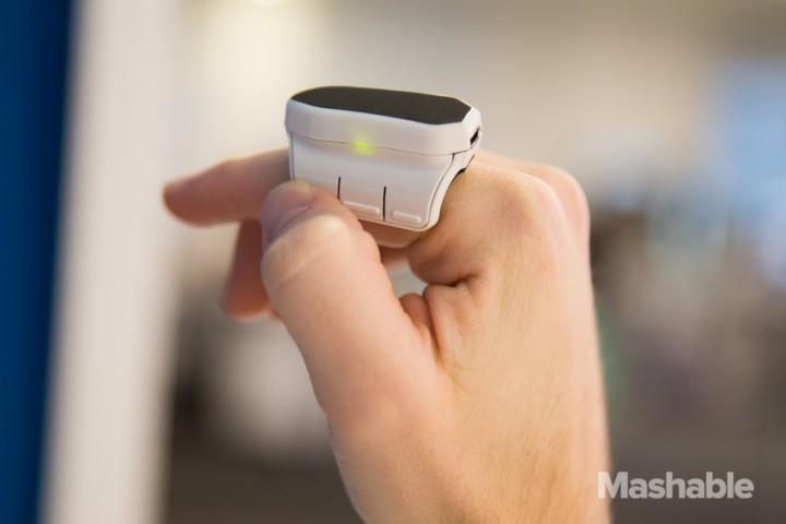 Am Finger befestigte Bluetooth Maus